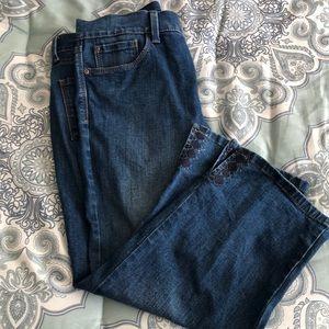 Like New NYDJ Crop Jeans Size 8